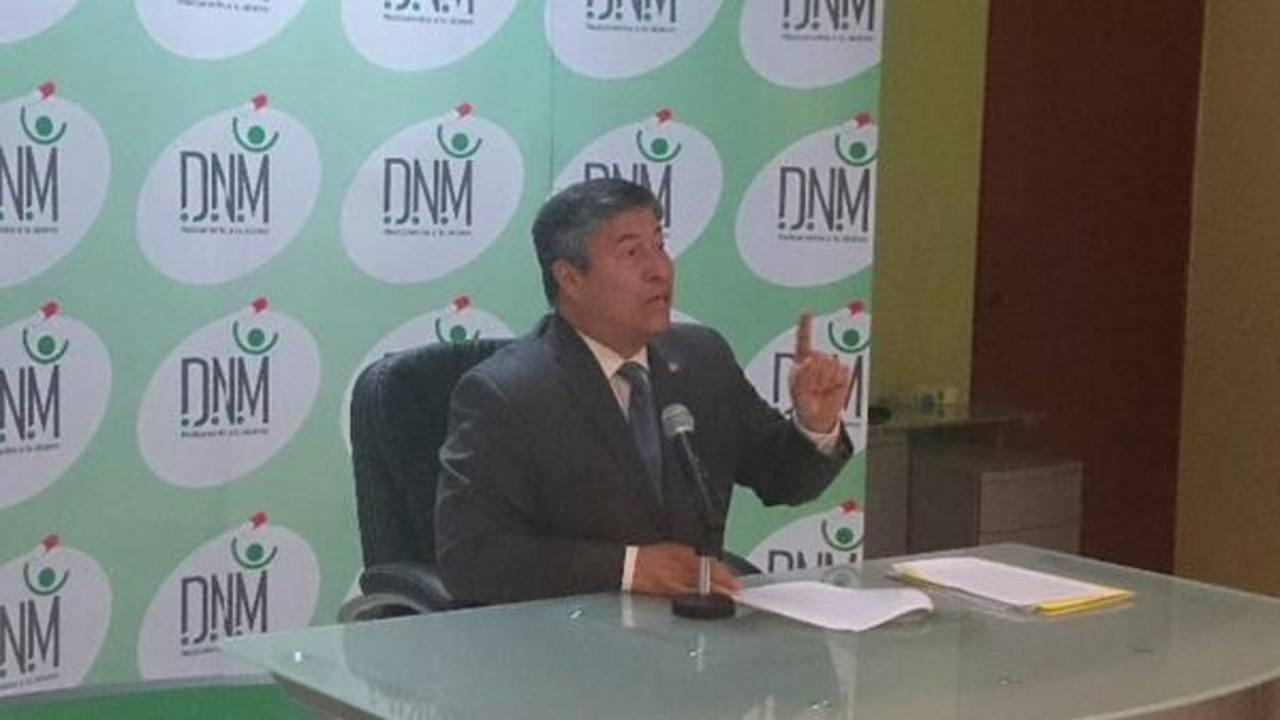 El director nacional de Medicamentos, Vicente Coto, durante la conferencia de prensa.