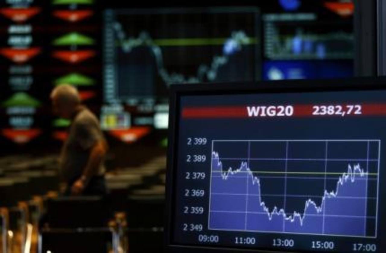 Los mercados bursátiles más importantes del mundo han cerrado con bajas, los inversionistas disminuyen riesgos ante proyecciones económicas mundiales.