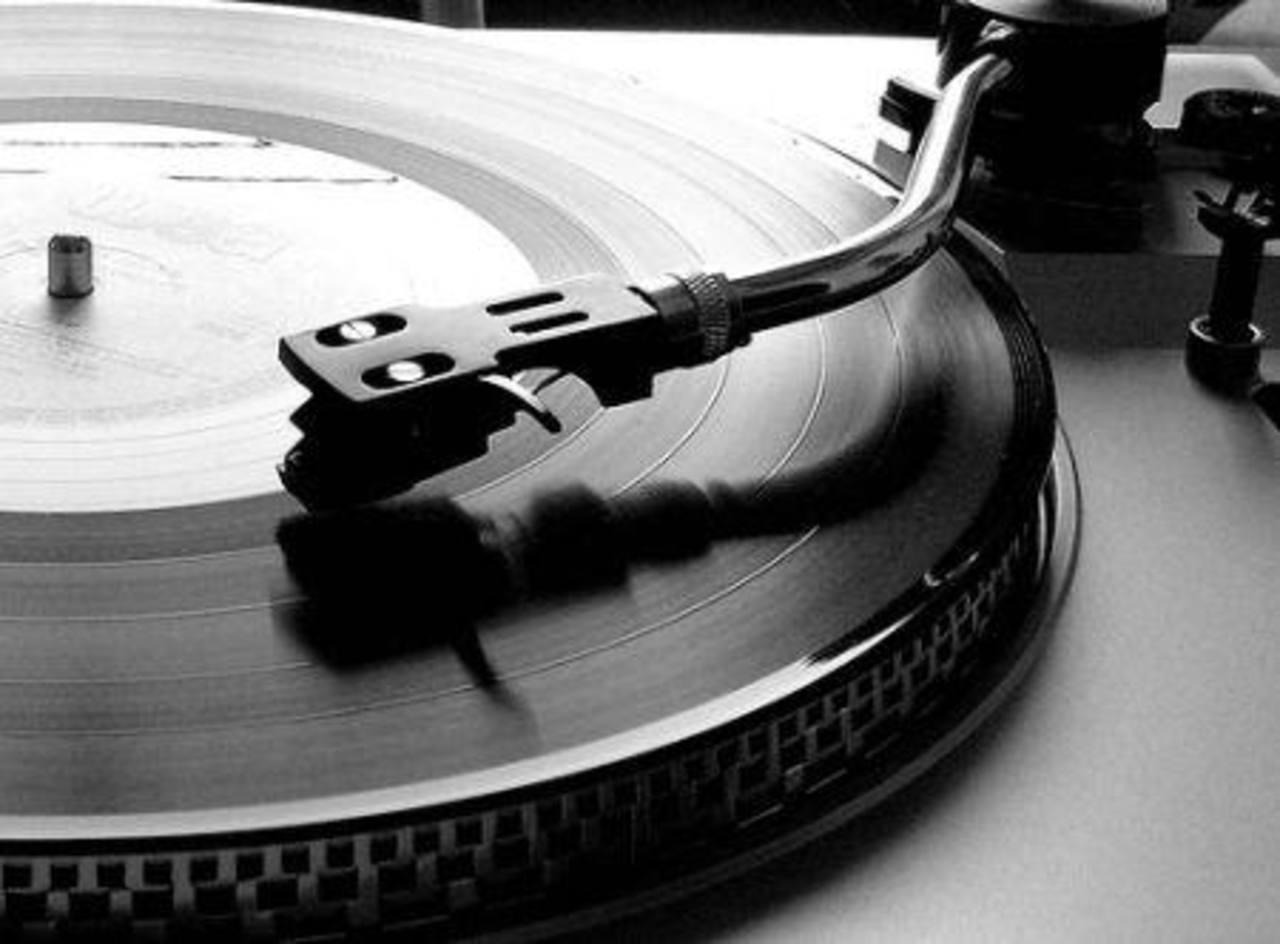 Las agujas se siguen vendiendo porque a veces el CD tiene un sonido muy sintético, mientras el tocadiscos es más natural.