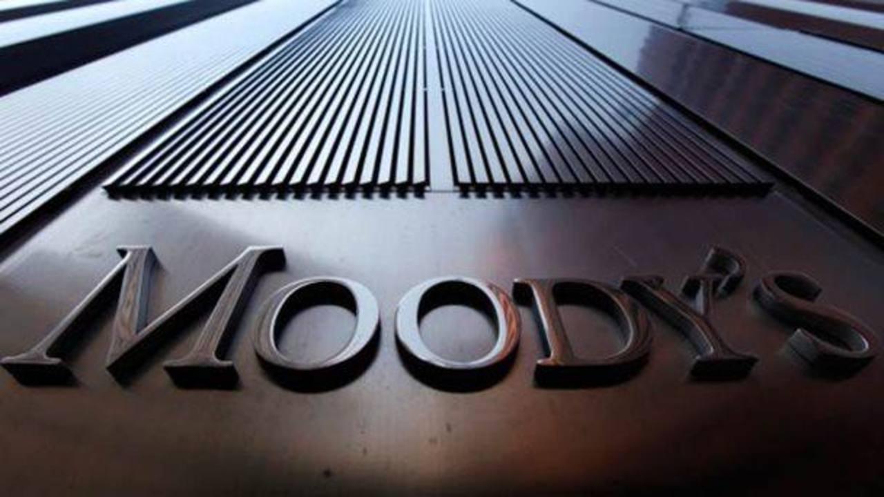 El Banco Central de Venezuela estima que el crecimiento de la economía para 2014 será del 4%. Sin embargo, Moody's estima que la economía se contraerá un 2.1%.