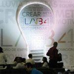 Asistentes participan hoy, miércoles 29, en el Foro de Emprendimiento e Innovación de la Alianza del Pacífico LAB4 en la ciudad de Cali, Colombia.