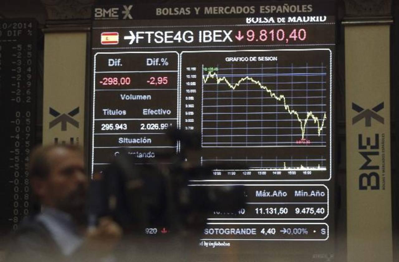 Foto de la bolsa de valores de Madrid que muestra el desplome de su índice IBEX 35 que hoy perdió 3.59%.