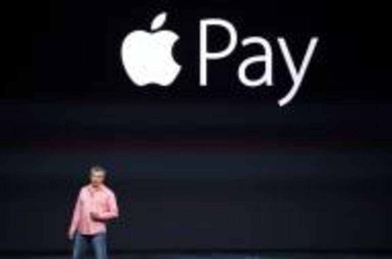 Tim Cook, CEO de Apple, explicó que para hacer la operación es suficiente acercar el iPhone al terminal, confirmar el pago y tocar el sensor de huellas digitales Touch ID.
