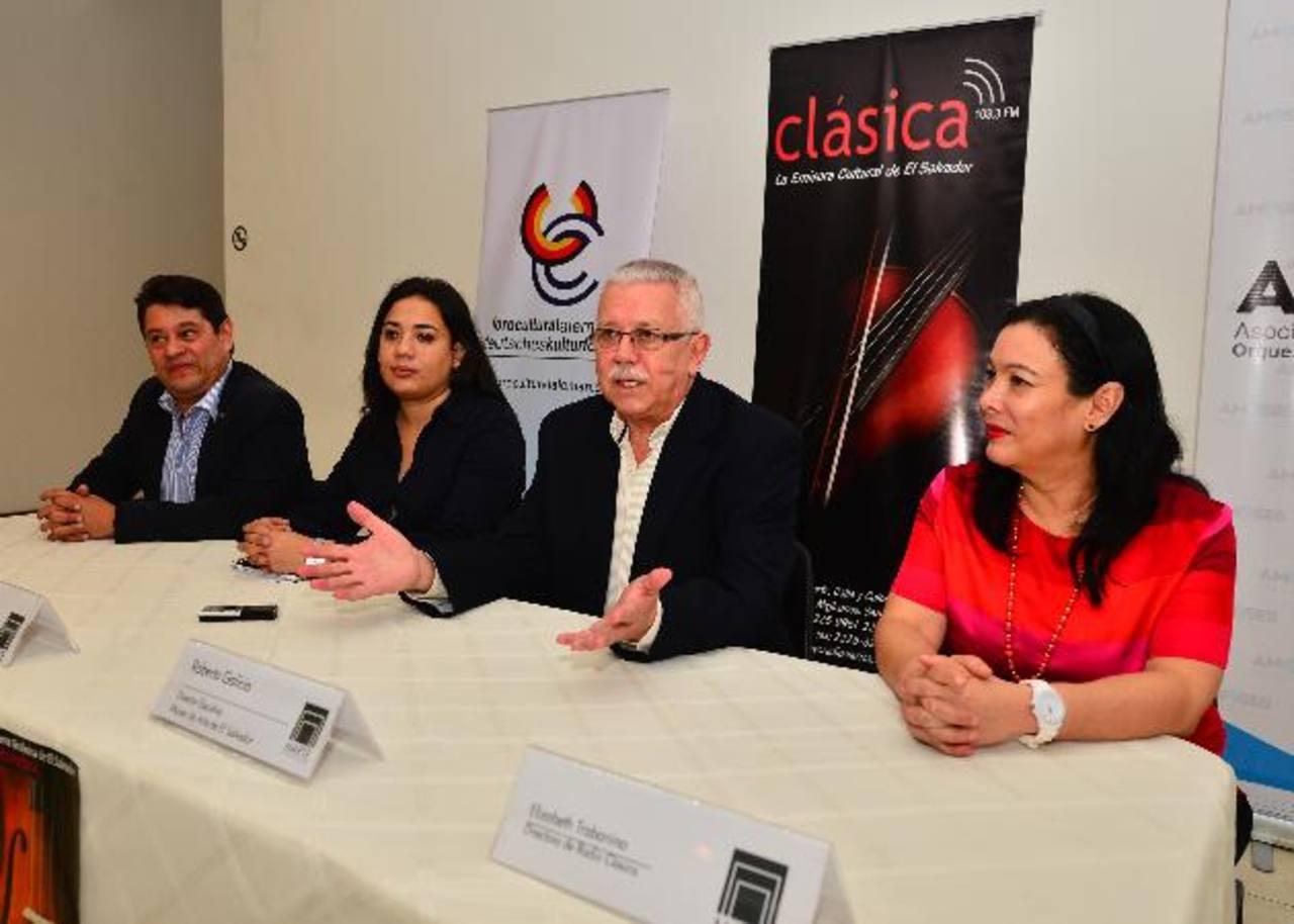 De izq. a der: Juan Fernando Villafuerte, Alejandra Funes, Roberto Galicia y Elizabeth Trabanino. Foto EDH / rene quintanilla