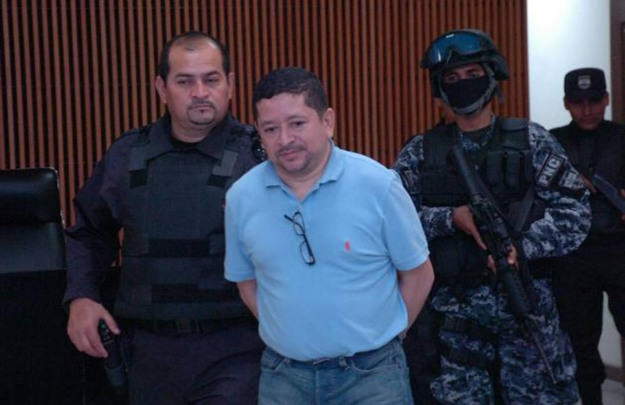 Reynerio de Jesús Flores Lazo es custodiado por agentes del Grupo de Reacción Policial (GRP), luego de ser condenado.