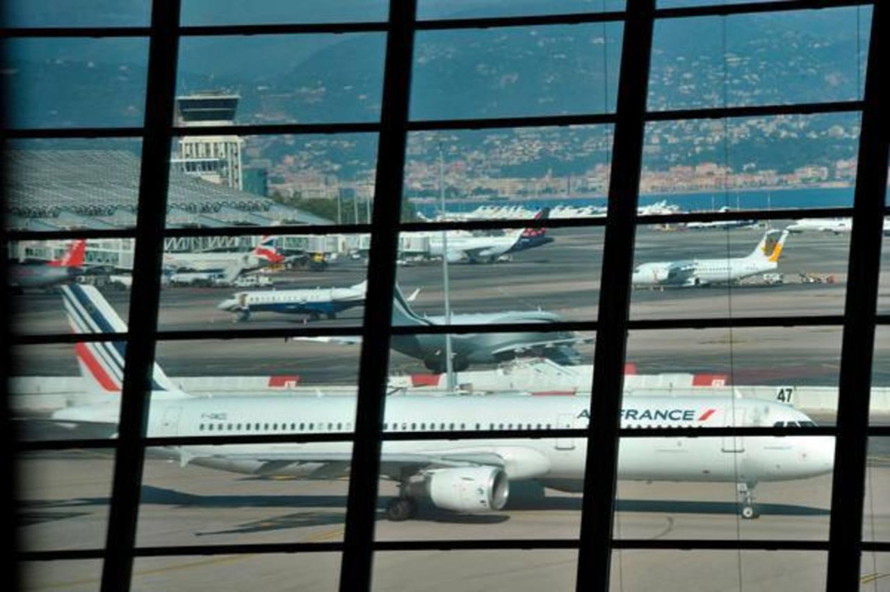 Activan protocolo de emergencia sanitaria en su principal aeropuerto por posible caso de ébola