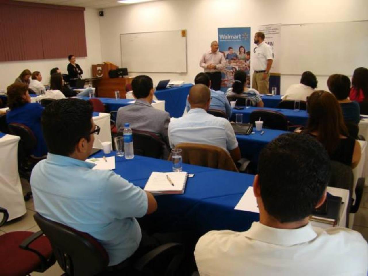 Los asistentes conocieron acerca de la importancia de las prácticas de RSE, para beneficio del desarrollo sostenibles de sus operaciones y la comunidad. foto edh / Cortesía FUNDEMAS