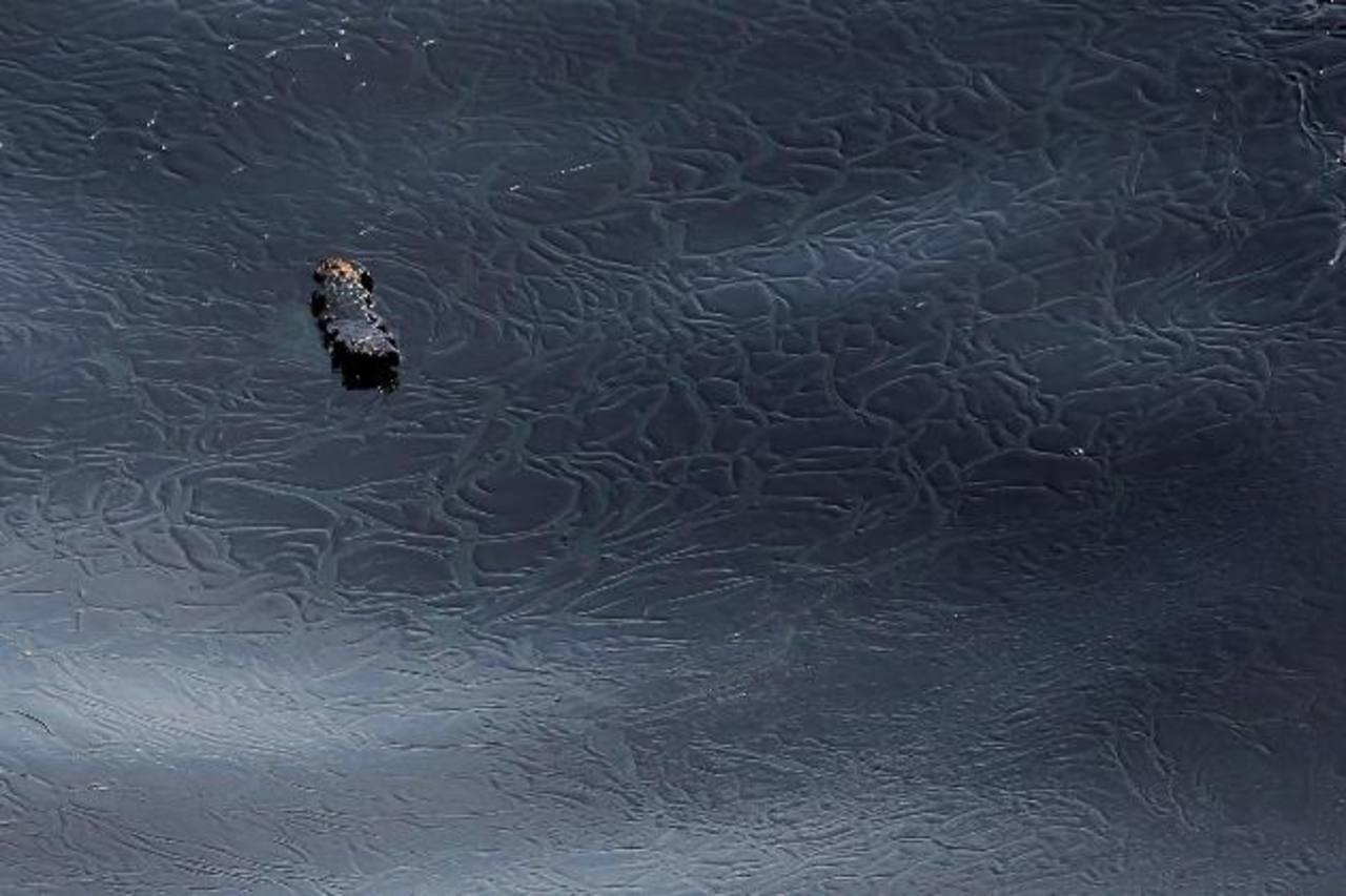 Admiten caída de 22 mil litros de petróleo al mar