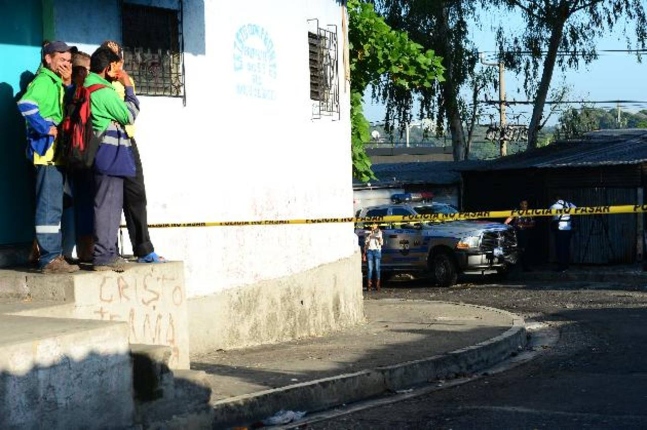 Marcial Rivas Echeverría, de 47 años, fue asesinado ayer en la comunidad 22 de Abril, en Soyapango. Foto EDH / Jorge Reyes.