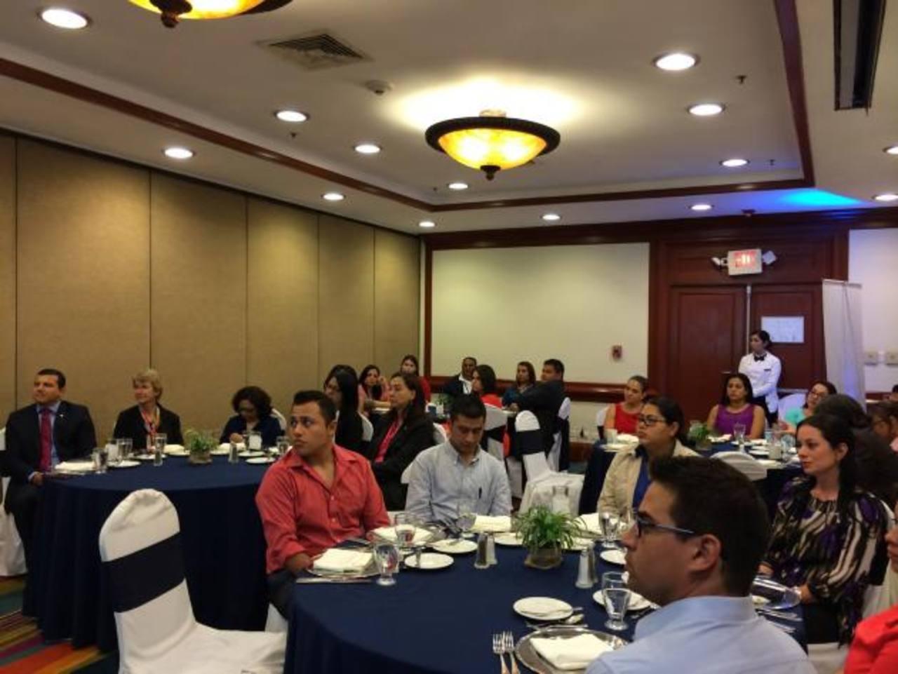 La premiación se llevó a cabo el lunes, durante una cena realizada en un hotel capitalino. Fotos EDH / cortesía