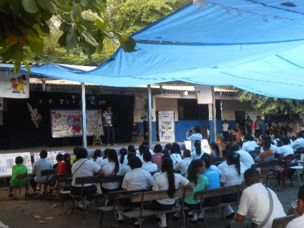 Los jóvenes participaron en las actividades culturales que desarrolló la fundación. Foto EDH /cortesía