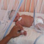 Un bebé con signos de chikunguña permanece ingresado en el hospital Zacamil. Foto EDH / archivo