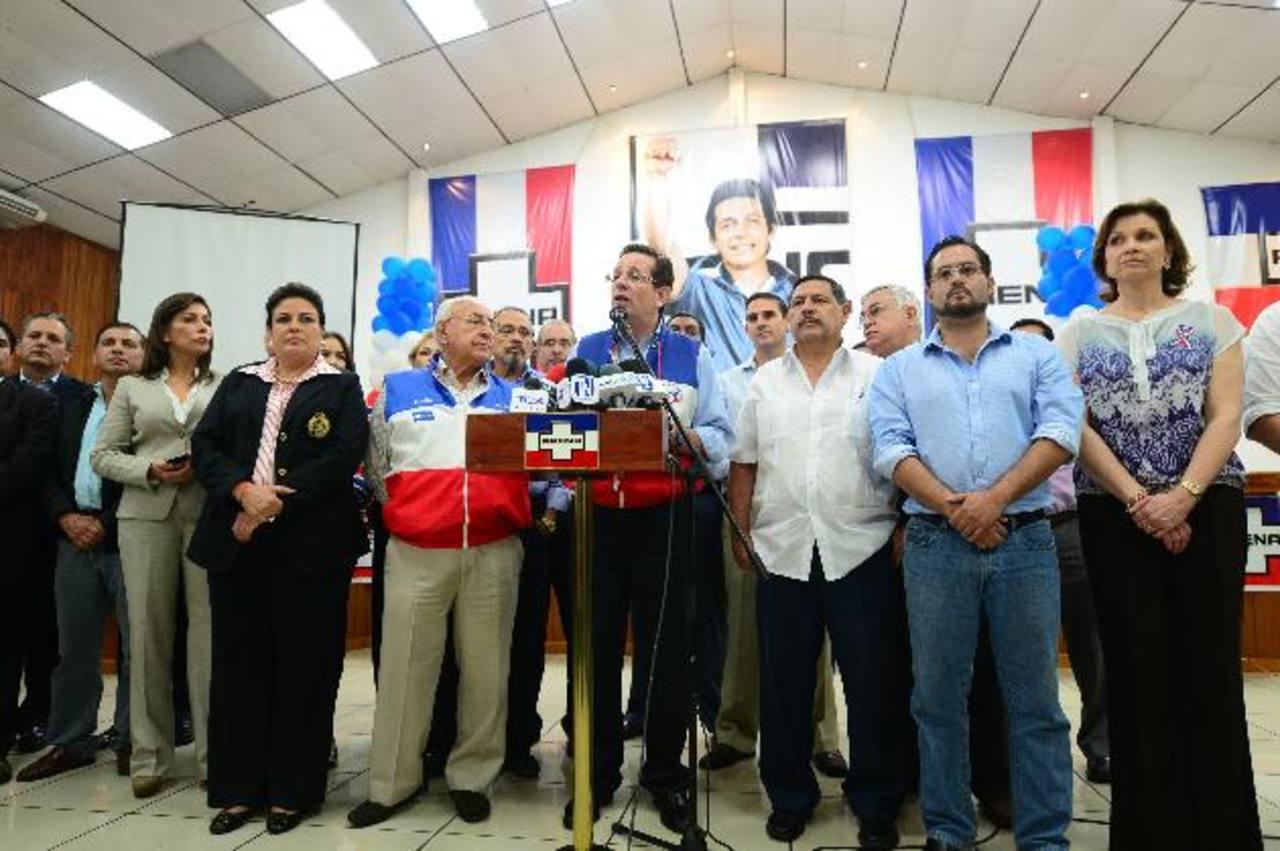 El Coena felicitó a Quijano por su labor. foto edh / Jorge Reyes