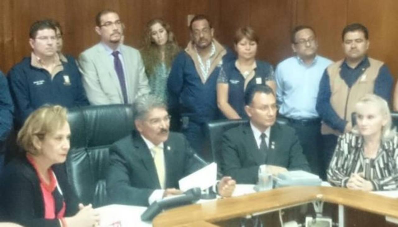 Norman Quijano dio la conferencia junto a su concejo