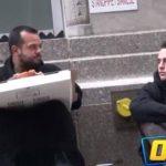 VIDEO: Hombre pide comida y un mendigo da el ejemplo
