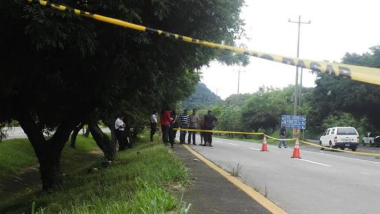 Hallan cadáver en carretera hacia Comalapa