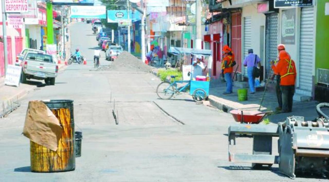 Vecinos aseguran que estas calles requieren de intervención profunda, porque la vida útil ya venció. foto edh / insy mendoza.
