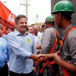 El candidato opositor a la Presidencia de Brasil, Aécio Neves, (c) participa en un mitin en Sao Paulo . foto edh / efe