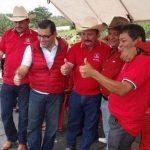 El alcalde de Concepción Las Minas, tercero de izquierda a derecha.