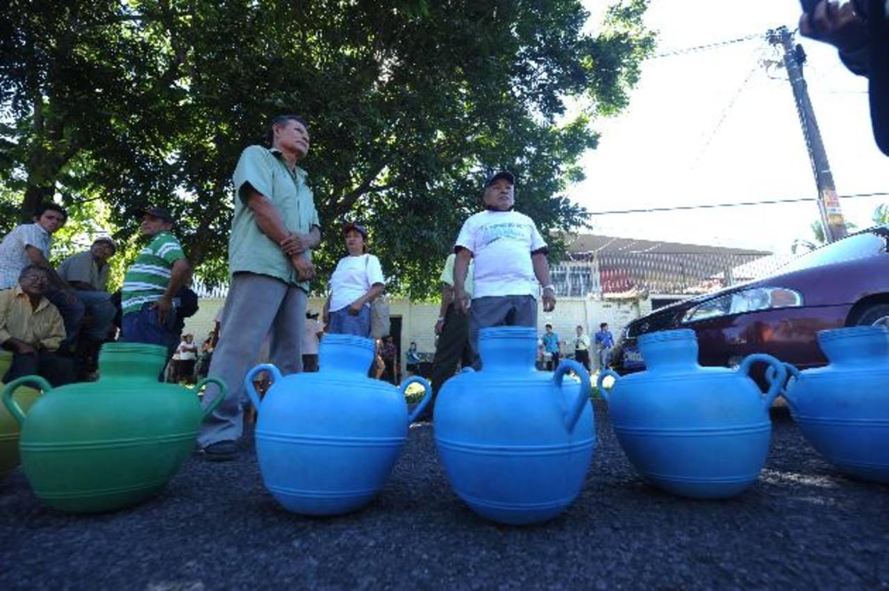 En una década, ha habido tres propuestas de ley de agua.