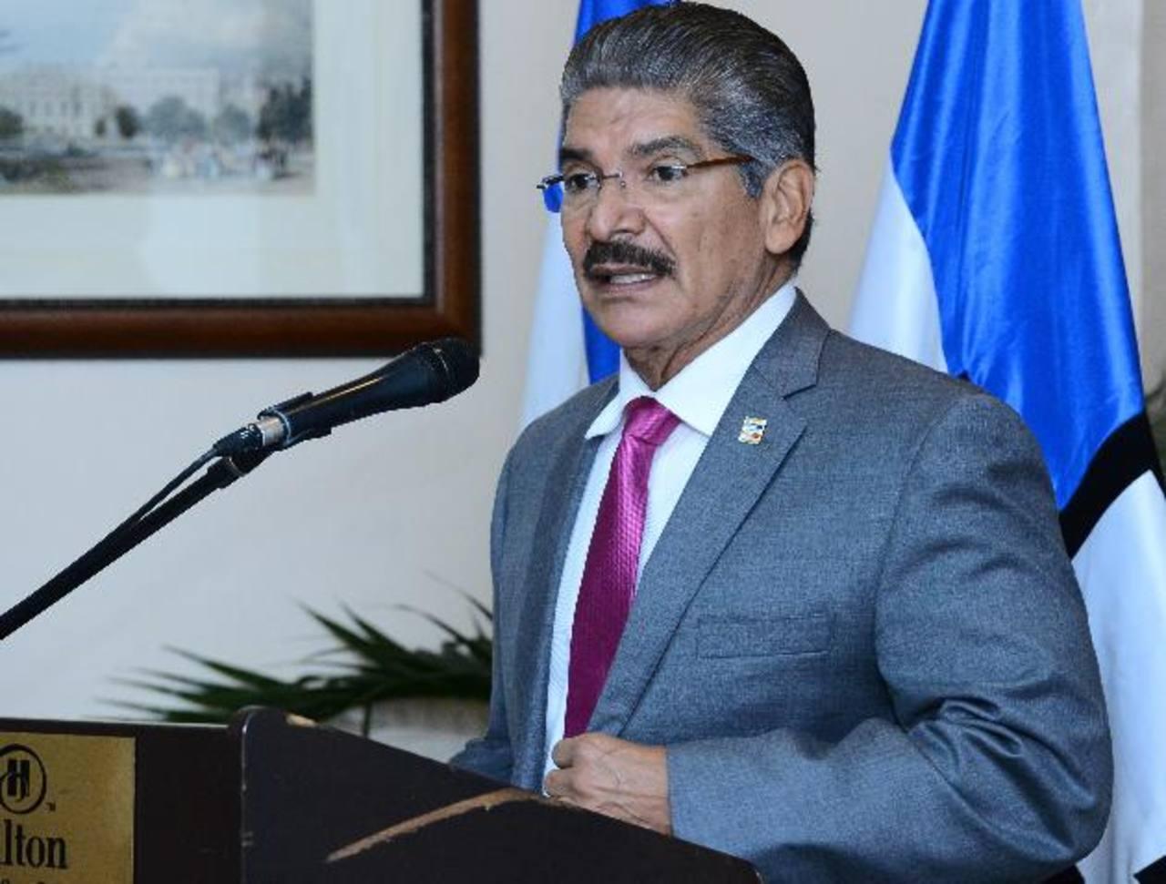 Norman Quijano, alcalde de San Salvador, escribió en su cuenta de Twitter que acepta una diputación en 2015. Foto EDH / archivo