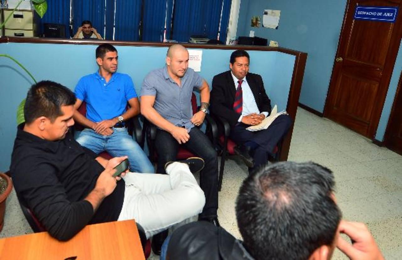 Miguel Montes, Miguel Granadino y Dennis Alas se presentaron ayer a los tribunales.