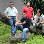 Amaretto presentó a sus dos nuevos integrantes: Víctor Perla (centro) y Thoshi (derecha) Amaretto. Foto EDH / L. gonzález