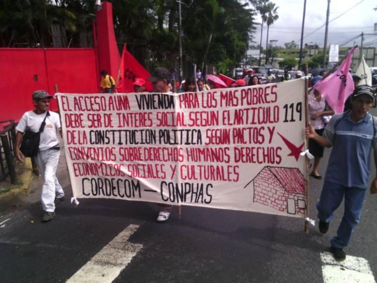 Piden vida digna y legalización de tierras