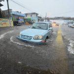 Zona inundada sobre la 49a Avenida Norte, en San Salvador.