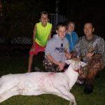 Niño de 11 años caza en Estados Unidos un rarísimo ciervo blanco