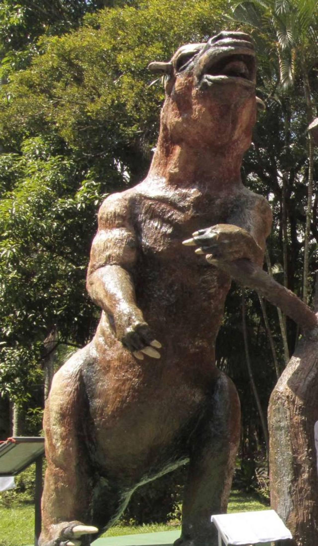 Imagen de la escultura de un Toxodonte, la cual fue desvelado ayer.