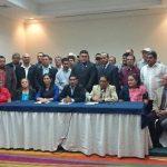Jefes municipales de varias alcaldías del FMLN brindaron su respaldo ayer a la implementación de los concejos plurales en las elecciones del próximo año. Foto EDH / edmee velásquez
