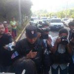 Policías lograron habilitar un carril en la autopista a Comalapa.