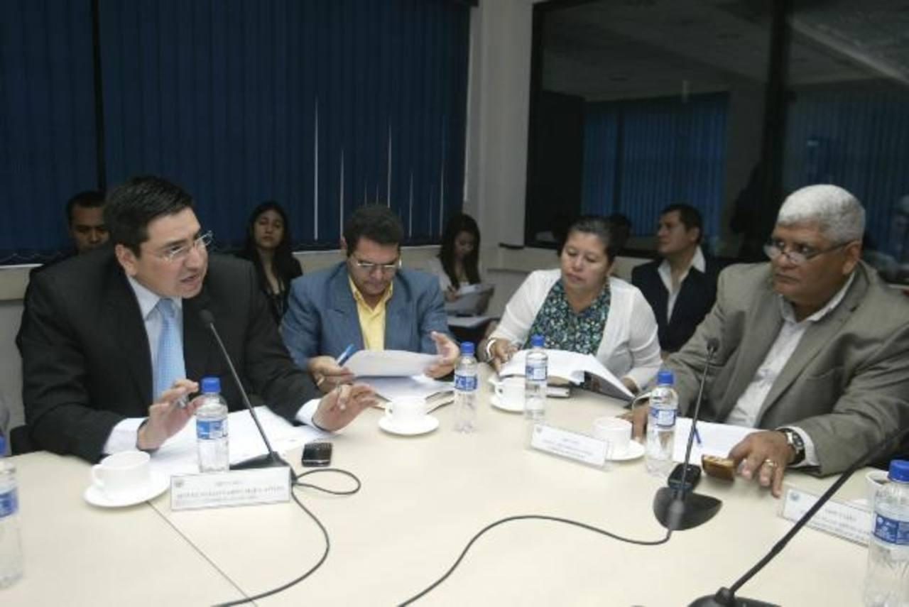 La Comisión Financiera de la Asamblea convocaría al Superintendente Financiero y a Defensoría Consumidor . foto edh /archivo