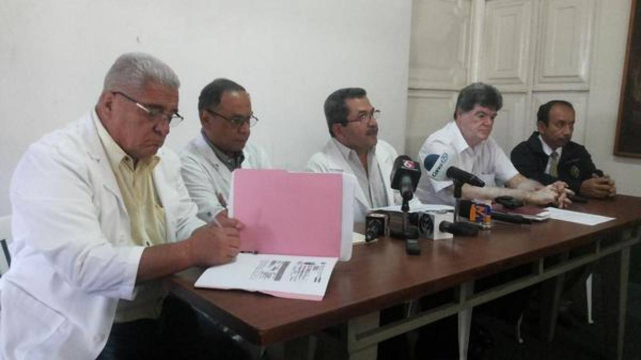 Los médicos del hospital Rosales denunciaron descuentos de salarios.