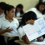 Alumnos se examinarán hoy con Ciencias, Lenguaje y Literatura foto EDH / MARLON HERNÁNDEZ.