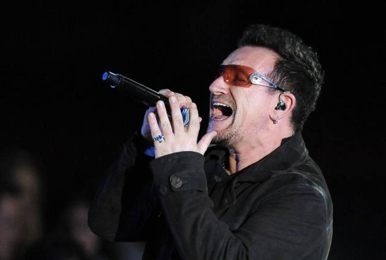 ¿Por qué Bono siempre usa gafas?