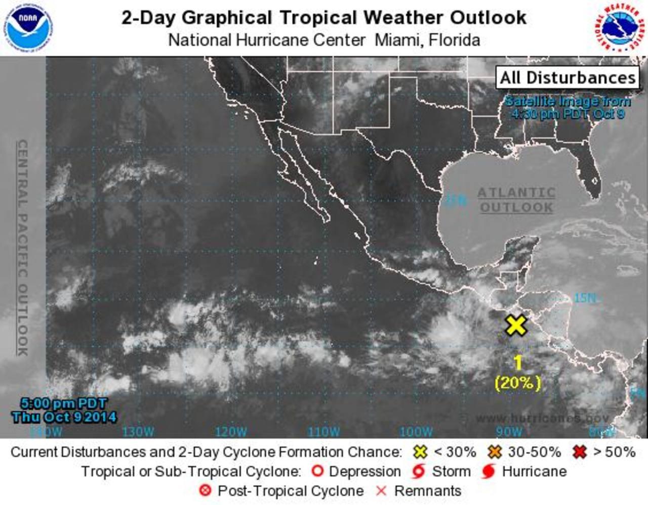 La imagen satelital de Centro Nacional de Huracanes, en Miami, Estados Unidos, ubica el fenómeno atmosférico en la costa del Pacífico y afectará todo Centro América.