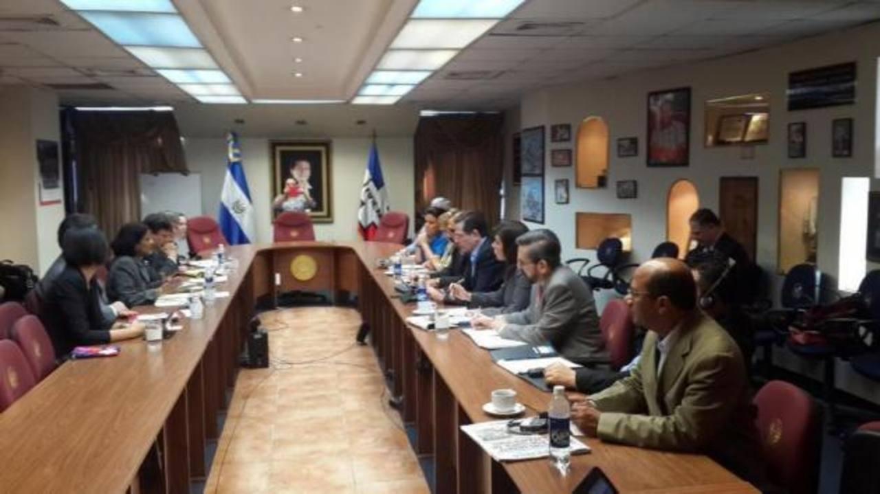 Los representantes del FMI presentaron a los diputados de ARENA su propio diagnóstico y recomendaciones sobre las finanzas públicas de El Salvador. foto edh / CORTESÍA
