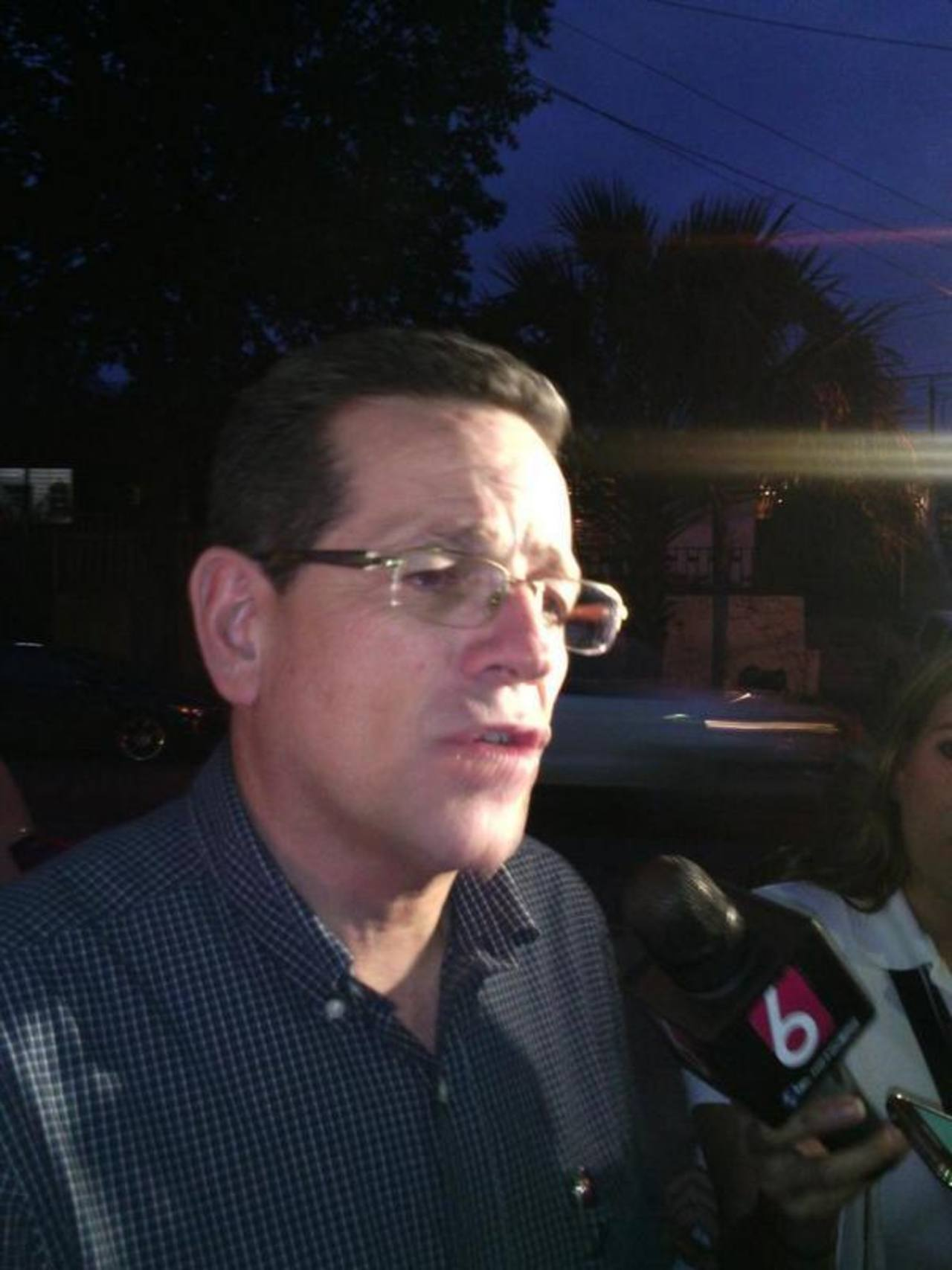 El presidente del Coena, Jorge Velado, habló con los medios de comunicación sobre el proceso de elección del aspirante a la alcaldía de San Salvador.