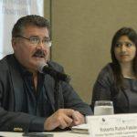 Roberto Rubio, director de Funde, y Xenia Hernández, abogada de Alac, presentaron también un informe sobre derecho de acceso a la información pública. Foto EDH / Marvin Recinos
