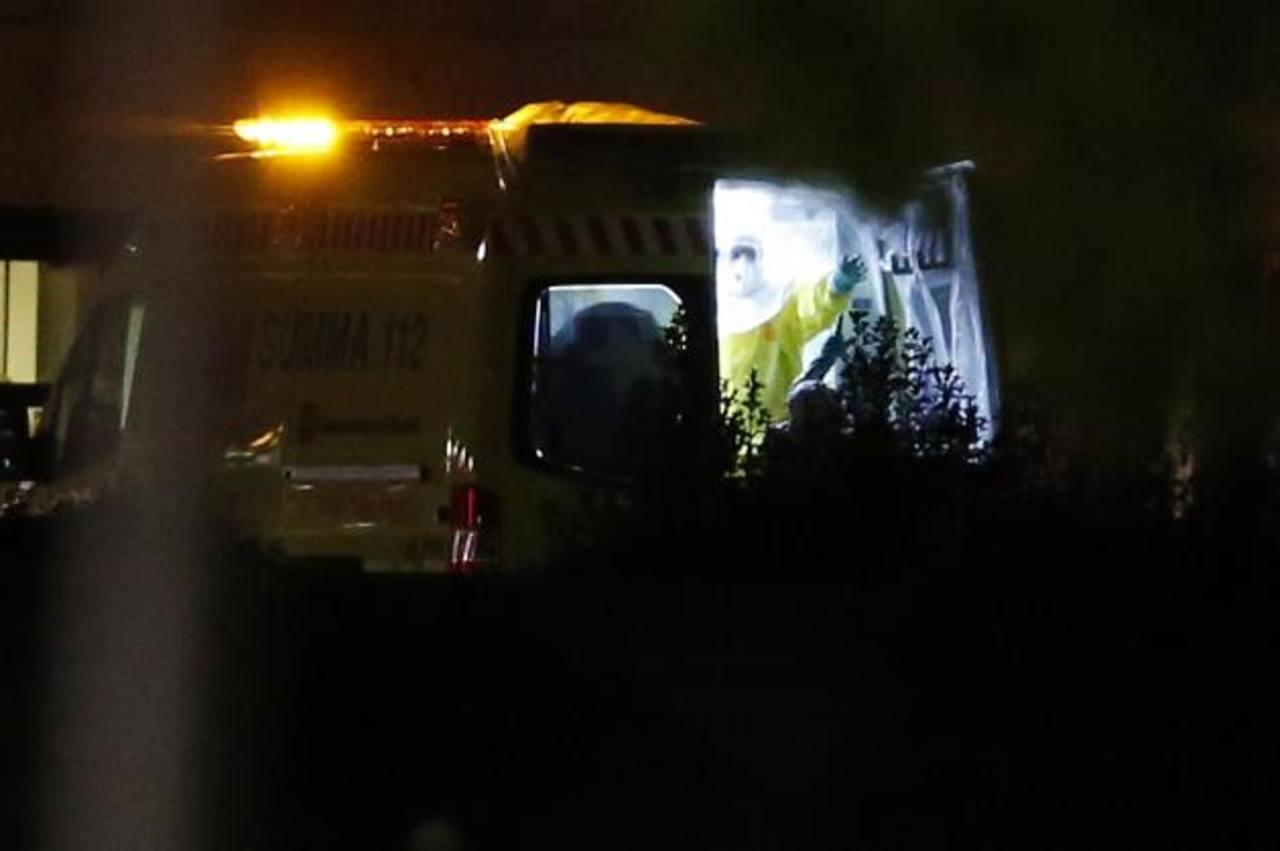 La enfermera española fue trasladada anoche al Hospital Carlos III de Madrid, donde será tratada. foto edh / Reuters