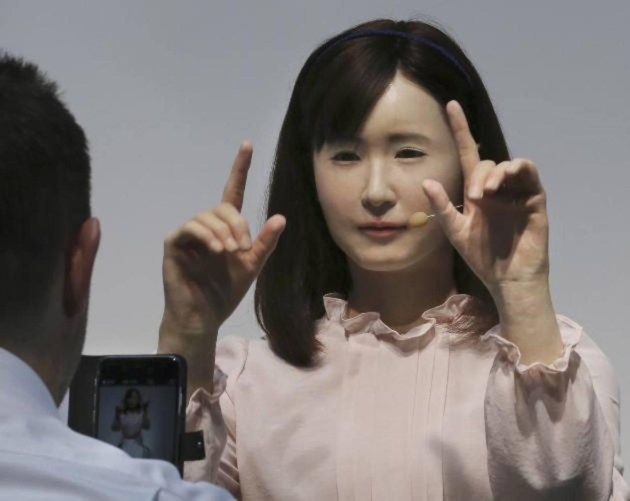 Androide de Aiko Chihira permite la comunicación por señas.
