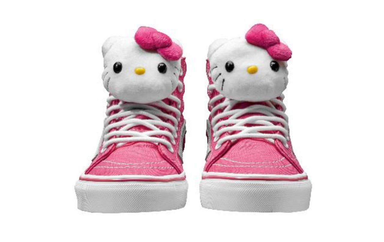 El personaje es una gata blanca con forma antropomorfa usada en una gran variedad de artículos.