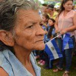 María Santos fue una de las personas que asistió a la entrega del último cheque de los pagos con los que durante seis meses alquiló una vivienda.