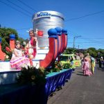 Las carrozas adornaron desfile