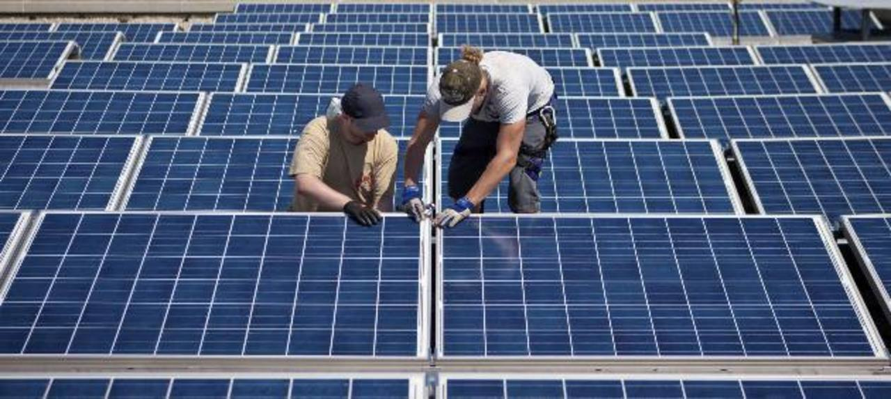 Los proyectos de energía alternativa serán el destino de una línea de crédito que ofrecerá Bandesal. foto edh / Archivo