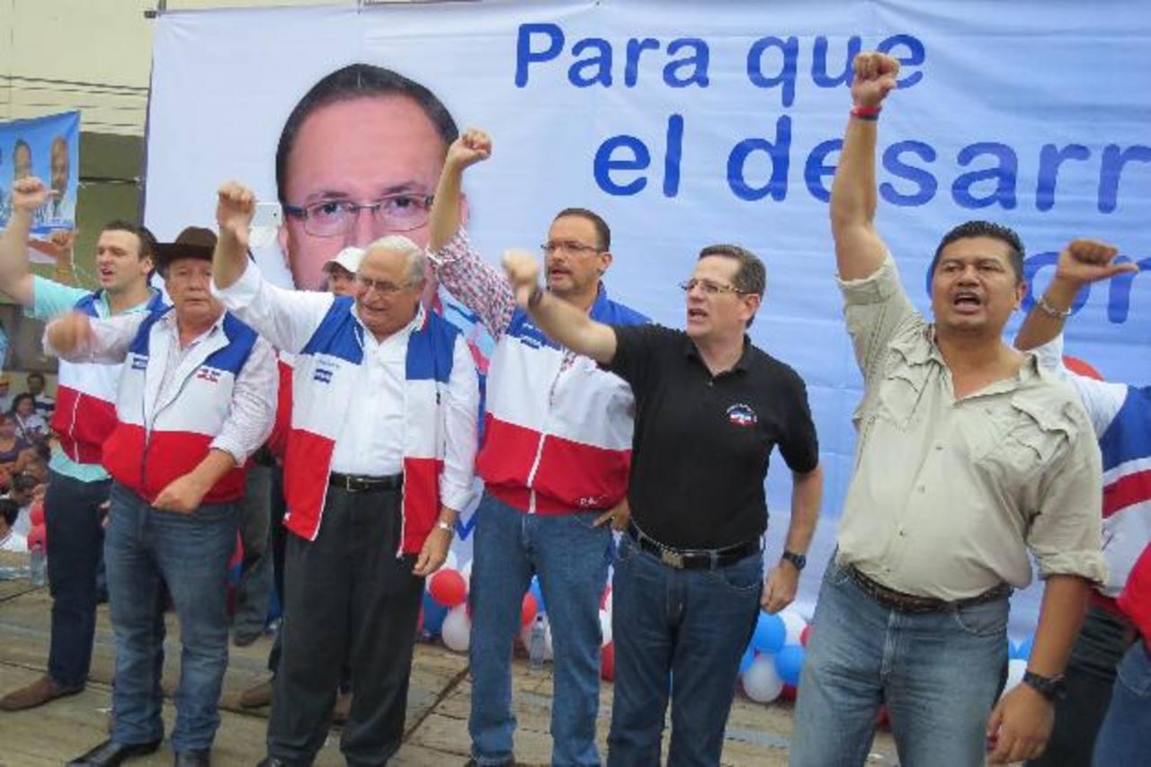 Rafael Morán Orellana (centro) junto a Armando Calderón Sol y Jorge Velado. Foto EDH/ Roberto zambrano