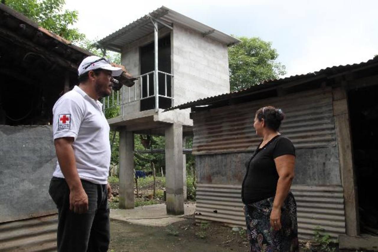 Las estructuras fueron edificadas con el apoyo de la Cruz Roja y beneficiarán a 900 personas. Foto EDH / cortesía.