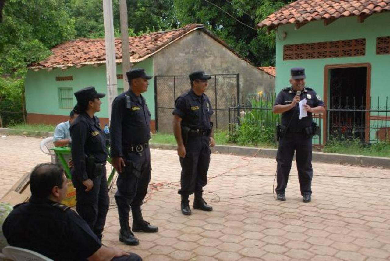 El despliegue de los tres agentes de la Policía Comunitaria se realizó el miércoles anterior. Foto edh
